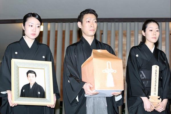 葬儀には現れずとも…三津五郎が最後に愛した40歳巨乳美女