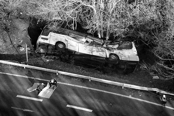 軽井沢バス事故「巻き込まれない」ための安全バスの見分け方