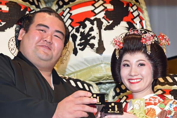 初優勝した琴奨菊を支えた「語学ペラペラ」才女の嫁