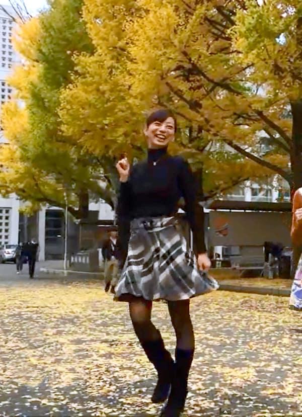 日本代表武藤がスタイル抜群美人妻と踊るYouTube映像