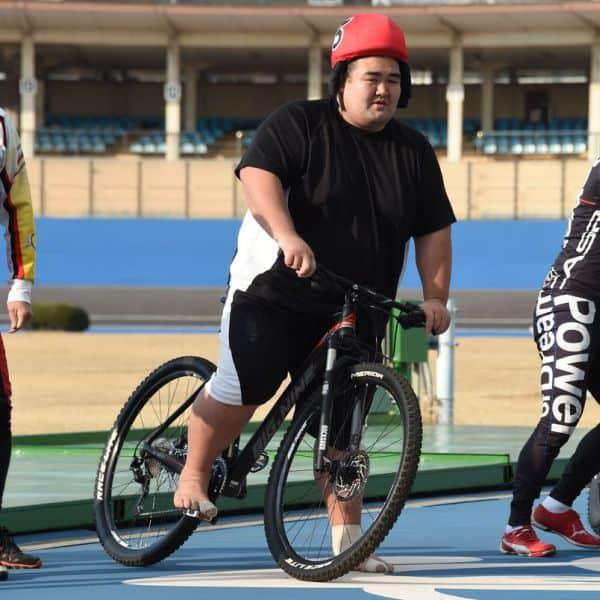 琴奨菊「綱取り」目指してモーレツ自転車トレーニング
