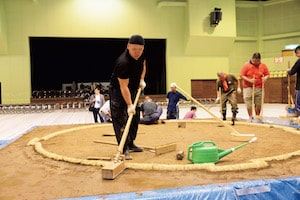 【大相撲職人たちの匠の技】土俵は「呼出し」が作っていた!