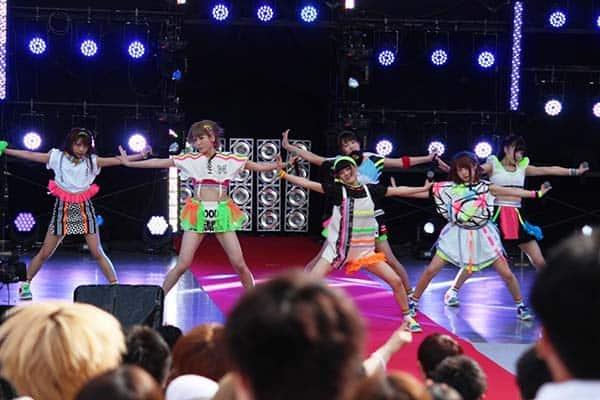 でんぱ組.incの妹分・妄キャリ、日比谷野音で新曲・MOSO EDM『ちちんぷいぷい♪』初披露!
