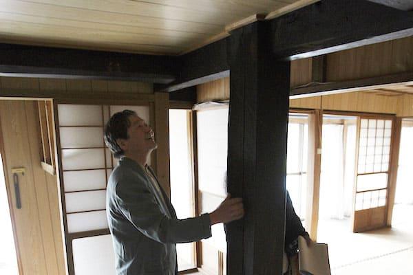 大黒柱もあるが、防寒のための天井が邪魔をして、古民家らしさに欠けている