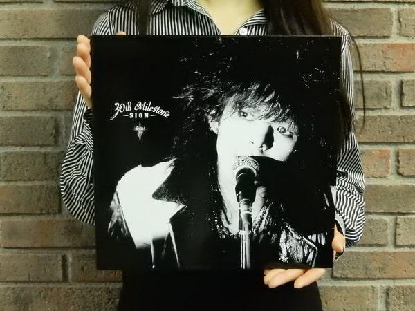 SIONデビュー30周年記念オールタイム・ベスト 「30th milestone」の全貌を発表