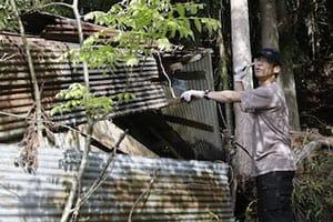 【東京「古民家」再生記】(5)「物置」「離れ」の解体でホコリまみれ