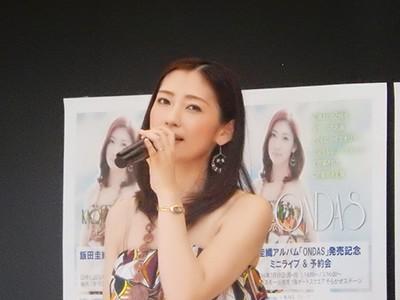 飯田圭織、海の日に湘南でボサノバアルバム「ONDAS」発売記念イベント開…