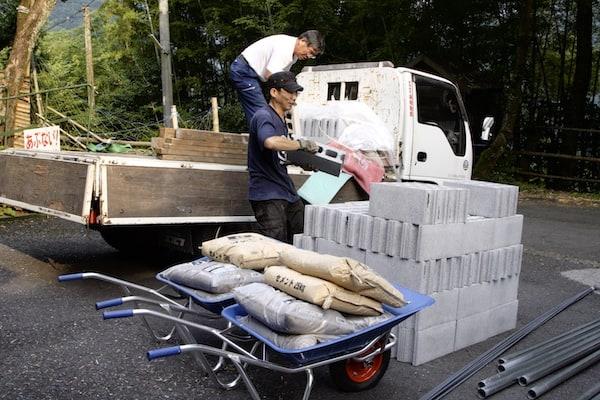 【東京「古民家」再生記】(6)フロ小屋を建てる