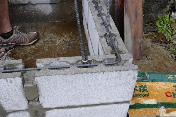 ブロックはアンカーボルトでしっかり補強