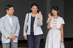 気品あふれる「愛子さま」天皇になれば日本が救われる