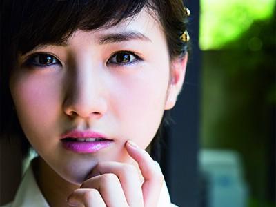 岡田奈々 療養復帰&選抜入り…大人っぽさをまとってグラビア登場!