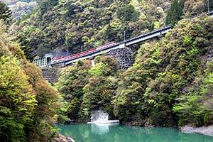 日本の「リバーサイドトレイン」美しすぎる(1)
