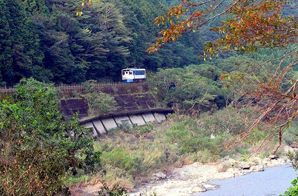 riverside_train_yoshisen