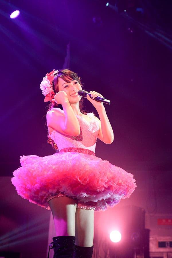 元おニャン子クラブ「渡辺美奈代」ソロデビューは歌2曲で武道館