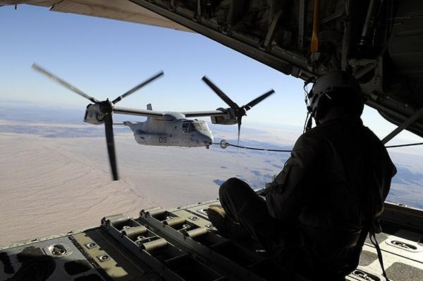 写真で見れば一目瞭然!危なすぎる「オスプレイ」の空中給油