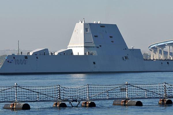 異形のステルス駆逐艦「ズムウォルト」トランプ大統領の審判は?