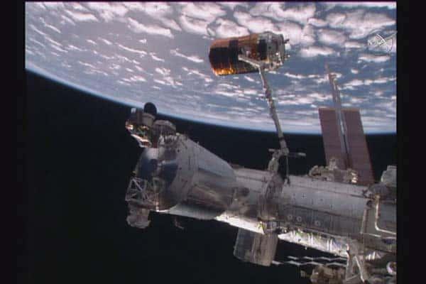 200億円の宇宙ステーション補給機を「漁業網」で壊す大実験!