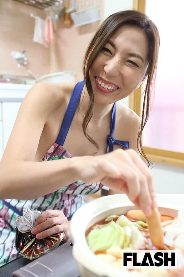 【美熟女のマイ鍋レシピ】横山みれいの「トマト鍋」