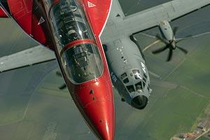 コックピットから見た戦闘機「奇跡の瞬間」!