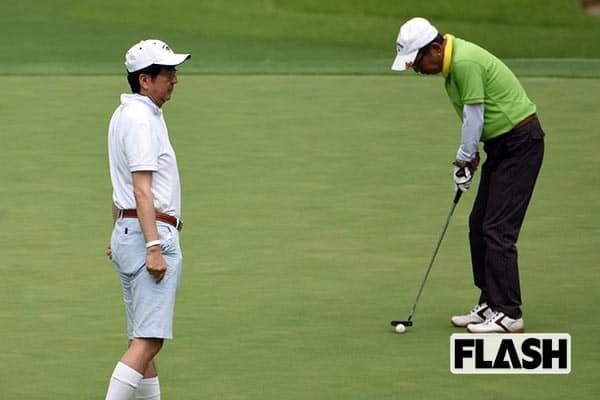 『加計理事長(右)とゴルフする安倍総理』