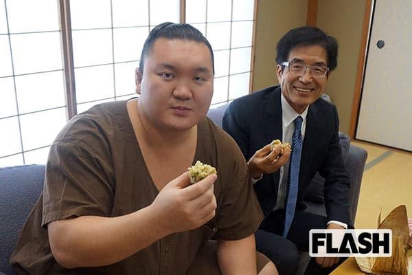 『白鵬と山田氏』