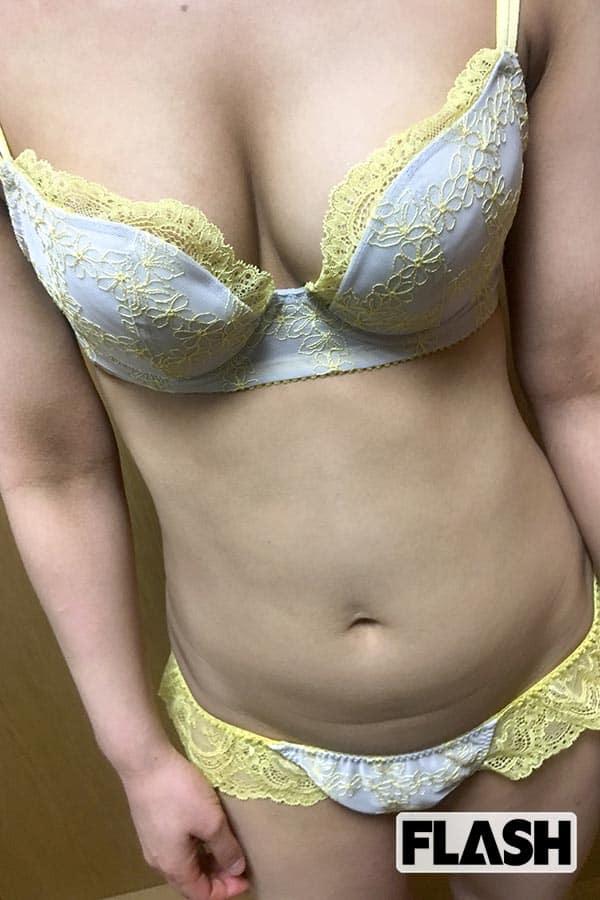ファストフード店勤務・夏海(26)「私の一番Hな下着」