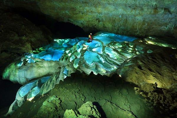 世界中の洞窟に潜った男が「もっとも美しい洞窟は鹿児島県」