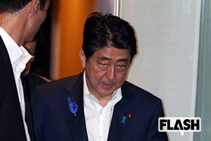 安倍首相「苦悶のステーキ」内臓ボロボロで検査入院へ