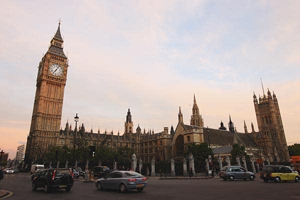 北朝鮮を支援する英国「メイ首相」来日の裏で脱出者が急増中