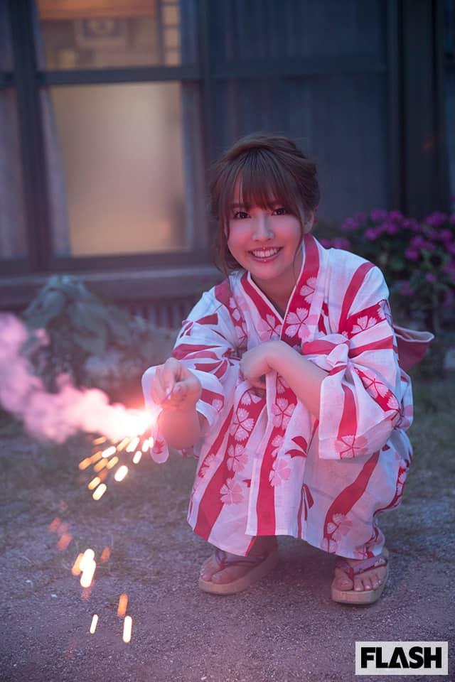 セクシーで過激な『FLASHデジタル写真集R』登場!三上悠亜と、一生涯忘れられない「ひと夏の思い出作り」してみませんか?