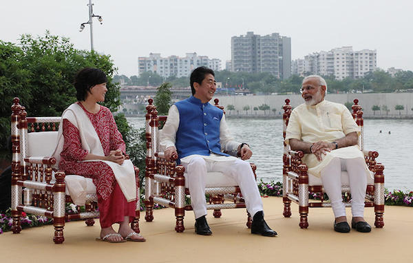 安倍首相が満面の笑顔も「インド2兆円新幹線」はテロの対象に?