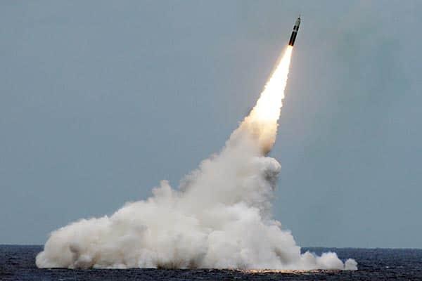 『潜水艦発射弾道ミサイル「トライデントⅡ」(写真・米海軍)』