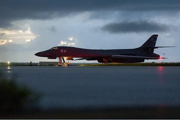 『北朝鮮の東方沖合を飛行した米空軍のB1戦略爆撃機(写真:在韓米軍)』