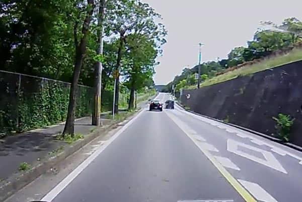 「危険運転」ドラレコ画像(2)追い越し禁止を完全無視