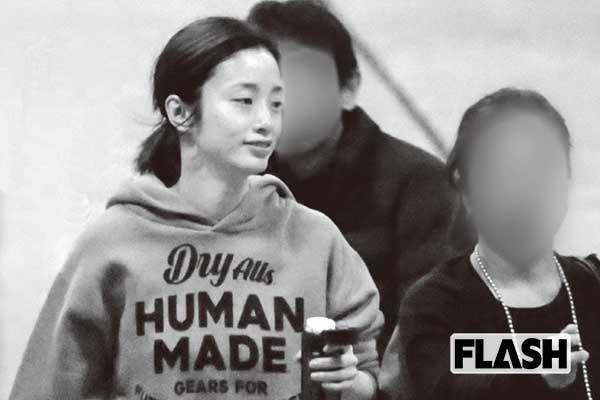 上戸彩、2年半ぶりのドラマ出演ママとは思えぬ眩しいスタイル