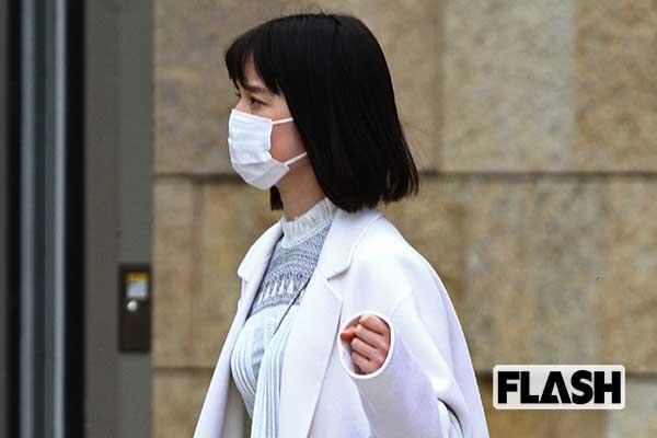 テレ朝のエース「弘中綾香アナ」出勤姿は全身白の清楚ぶり