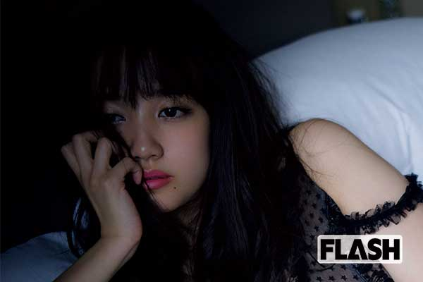 AKB48加藤玲奈「白と黒の女神」