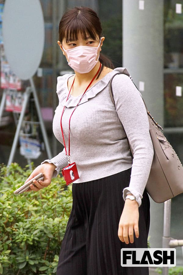 テレ朝「三谷紬アナ」元サッカー監督は推定Fカップ