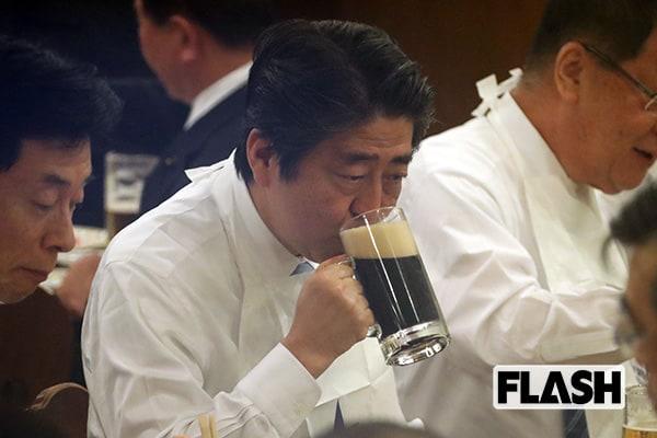 9月の総裁選はもう安泰「安倍首相」ビールで前祝い