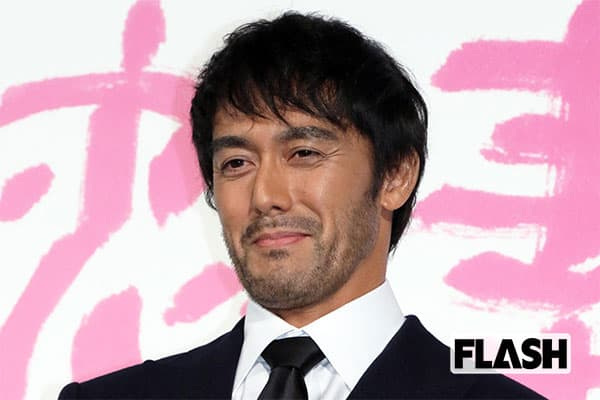 TOKIOも驚いた阿部寛の「背が低く見える技」5cmは変わる