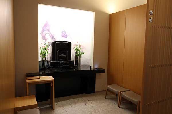 お骨はどうすればいいのか(2)新宿駅から徒歩3分の「室内墓」