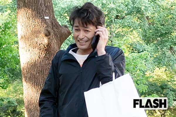 安田顕の「酔いどれ休日」カップルからつまみもらって上機嫌