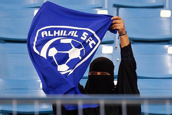 試合を見せろ!サッカー女子が牽引するイラン・サウジの社会変革