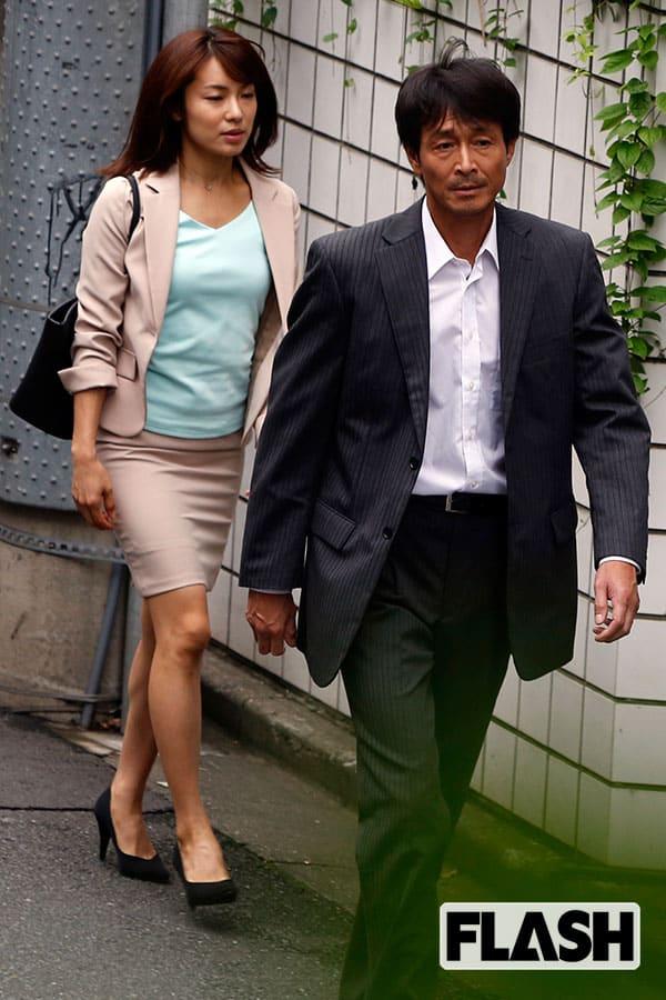 離婚後は昼から筋トレ…吉田栄作「年上キラー」内山理名に陥落