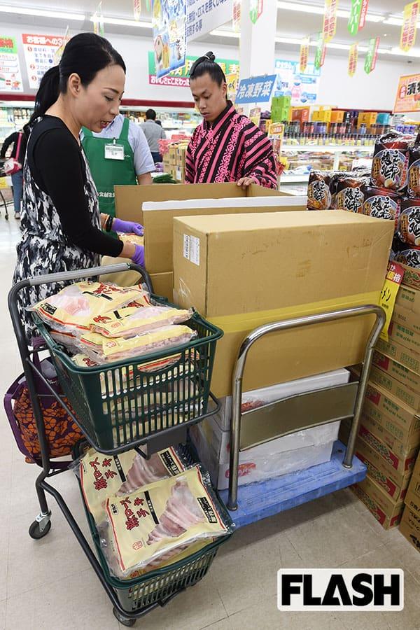 力士の買い出しに密着「肉90kg卵25パック…」しめて13万円