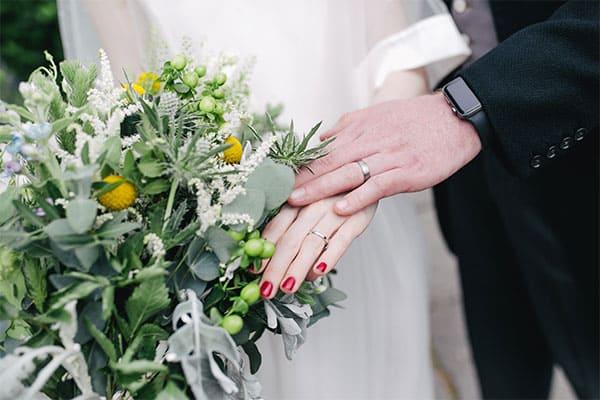 モテ男「ISSA」初対面で女性に花を贈るも「見返りは求めない」