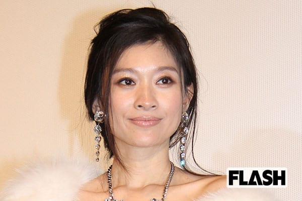 篠原涼子にキスした東野幸治「今ならパワハラとセクハラ」