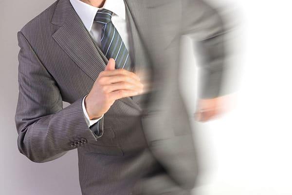 ネクタイ着こなし方のヒント「相手へのサイン」と思え
