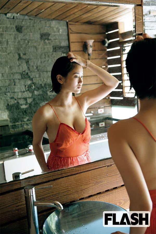 出口亜梨沙「台湾で魅せた美裸身」