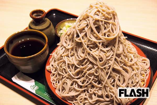 【駅そば東西対決】一度は食べたい「麺とつゆ」はこの2店